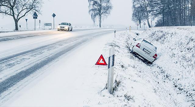 Wyciąganie samochodu na drogę